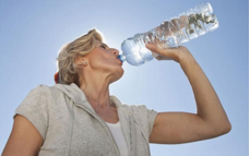 drinking water helps menopausal symptoms